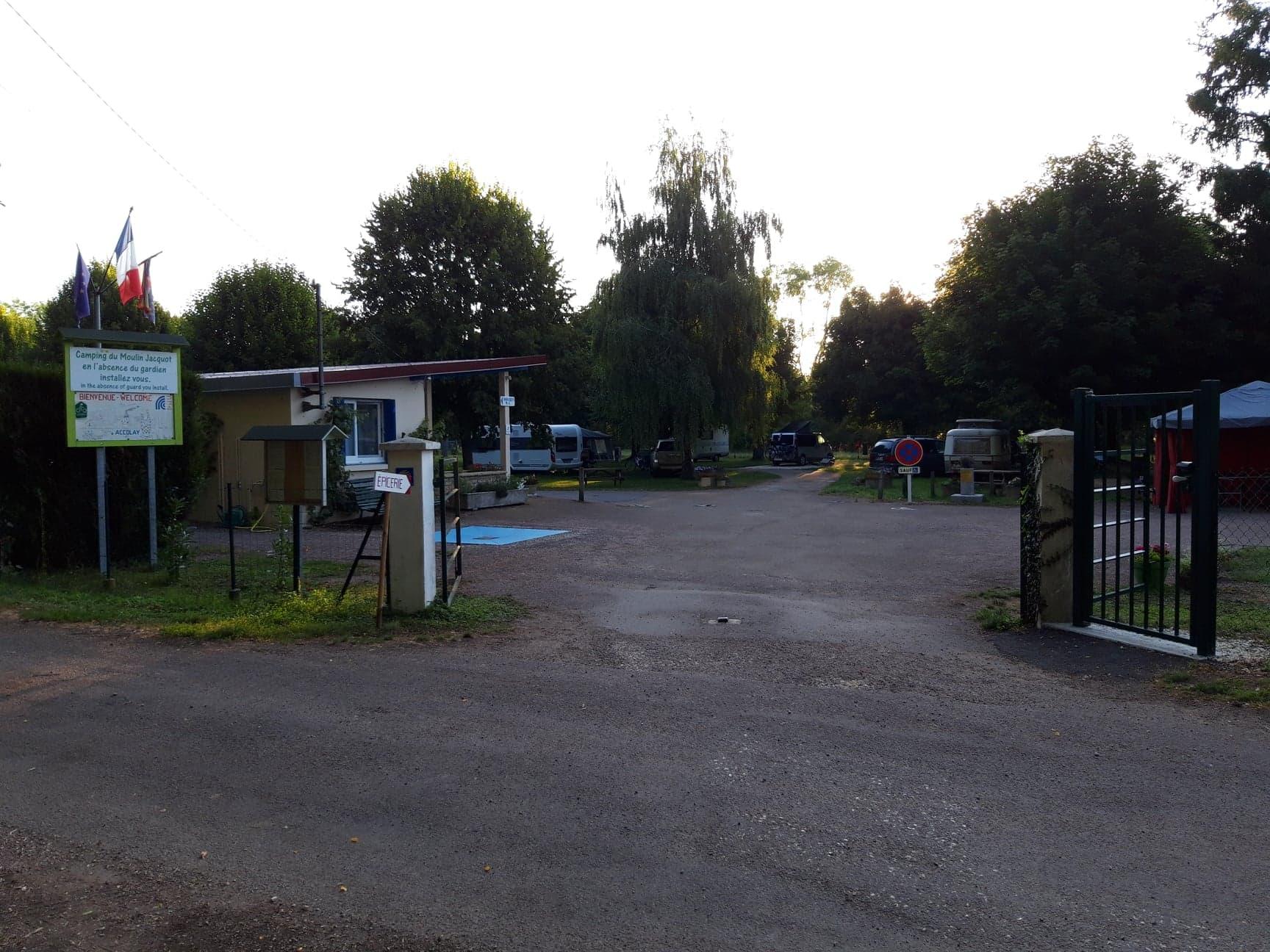 Image montrant l'entrée du camping